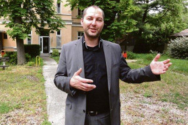 Exriaditeľa nemocnice Michala Grujbára hľadá policia už skoro rok a pol. Vlani v marci ho videl na úrade známy viceprimátorky Balážovej.
