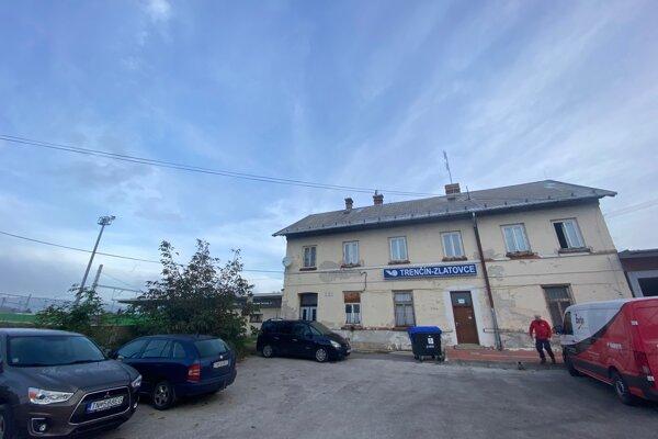 Železničná stanica Zlatovce v Trenčíne.