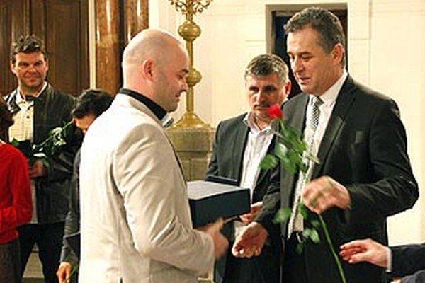 Pred rokom patril najvyšší piedestál hokejbalistovi Stanislavovi Petríkovi, zavážil hlavne úspech na majstrovstvách sveta.