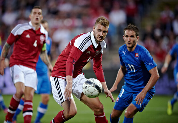 V reprezentácii odohral 81 zápasov a dal 30 gólov. Proti Slovensku si zahral v auguste 2012, na fotografii s Marekom Bakošom.