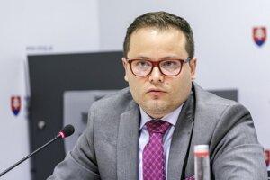 Z vedúcich pozícií v Bratislave sa Ovčiarka presunul na župný úrad do Košíc.