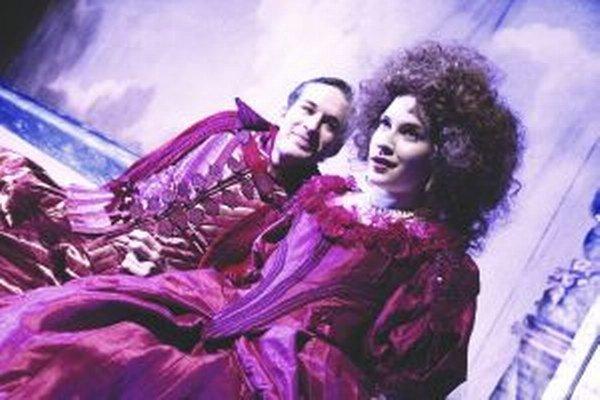 Jana Kovalčíková ako Roxana s Romanom Poláčikom v hre Cyrano z Bergeracu.