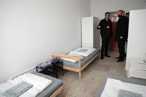 Nové karanténne miesto pre zdravotníkov v areáli bytového podniku.