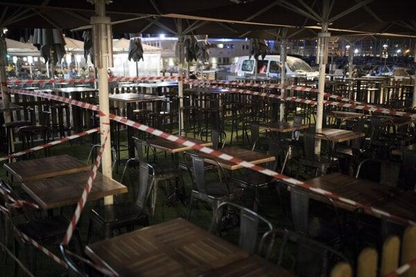 Zatvorený bar v Marseille.