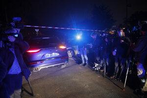 Polícia na mieste činu v meste Conflans-Saint-Honorine v severozápadnej časti metropolitnej oblasti Paríža.