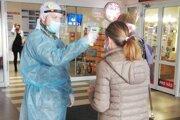 Vojaci pomáhajú v nemocnici vo Zvolene aj v Krupine.