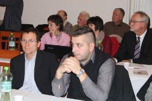 Medzi novými poslancami, ktorí majú na meste zamestnaných príbuzných, je aj Jozef Paluška (vľavo). Na mestskom úrade začala pracovať jeho manželka.