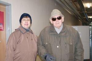 K urne vo volebnom okrsku 7 na Párovciach prišla aj Jitka Švarcová s otcom Jaroslavom.