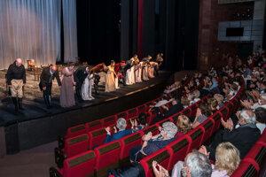 Zo septembrovej premiéry inscenácie Láska slečny Elliotovej v DAB v Nitre.