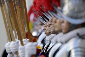 Príslušníci Švajčiarskej gardy. Ilustračná fotografia.
