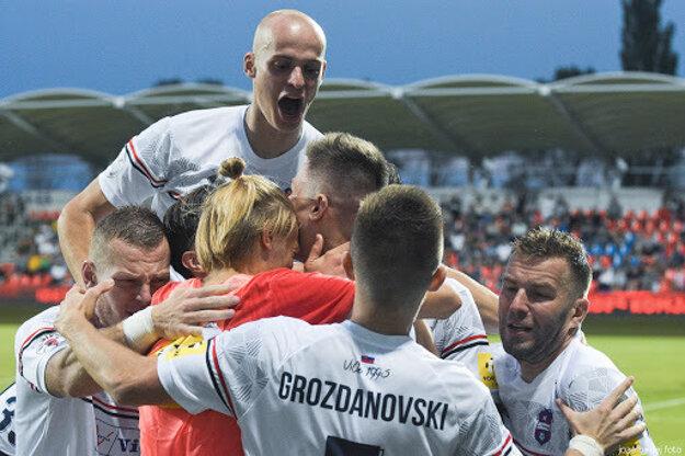 Matej Moško (vo výskoku) sa zaradil medzi kostru FC ViOn.