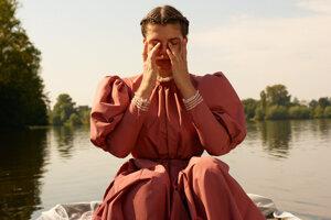 Katarzia vo videoklipe k piesni Hoří i voda.