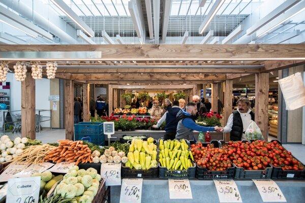 Zelenina vypestovaná na Slovensku čelí konkurenčným tlakom zo zahraničia. Tento rok mali problém s predajom pestovatelia papriky.