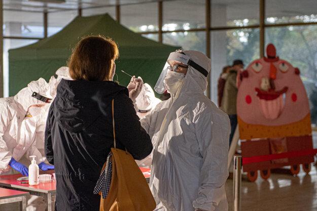Testovanie pracovníkov kultúry a médií v budove RTVS.