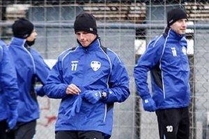 S tímom FC Nitra sa pripravuje aj najlepší jesenný strelec II. ligy Matúš Paukner (v strede), vpravo Henrich Benčík.