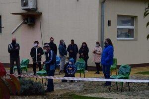 Zóna v ktorej čakajú ľudia na výsledky testov.