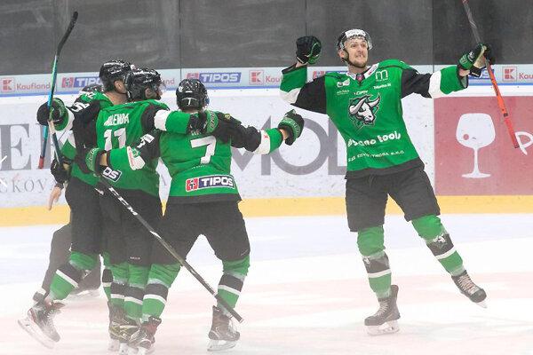 Radujúci sa Samuel Zahradník rozhodol duely proti Zvolenu a Michalovciam.