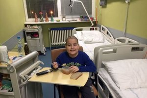 Marek je od konca septembra opäť v nemocnici.