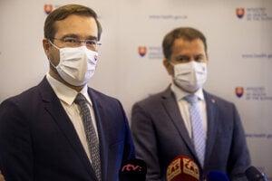 Minister zdravotníctva SR Marek Krajčí (OĽaNO) a predseda vlády SR Igor Matovič (OĽaNO) počas tlačovej konferencie.