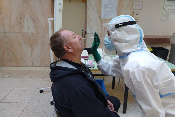 Testovanie v nemocnici ľudia privítali.