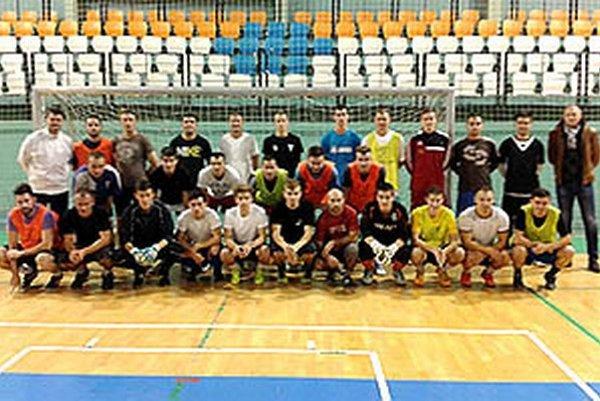 Pohľad na aktérov prvého tréningu širšieho výberu ObFZ Nitra pod vedením trénerov M. Pavloviča a R. Gala.