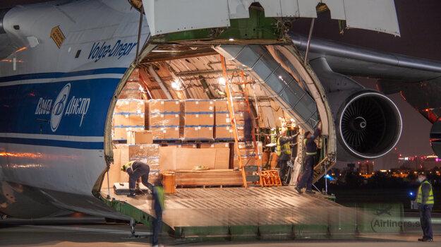 Nočný prílet An-124 Ruslan s antigénovými testami na Covid-19