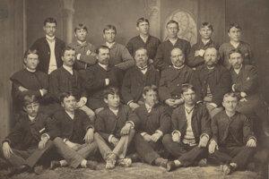 Absolventi s profesorský zborom, školský rok 1883/1884.