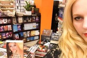 Autorka vydala dve úspešné knihy pre ženy.