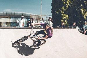 Lucia Čajková si zabľúbila BMX freestyle park.