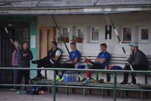 Ľuboš Berešík (vľavo) sa radí s manažérom klubu Michalom Pagáčom.