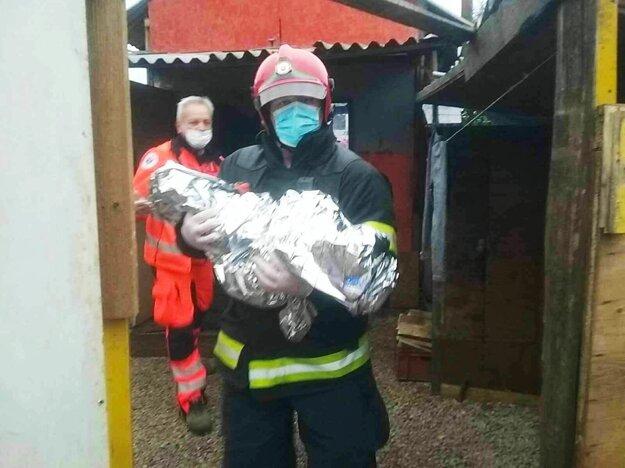 Hasiči pomáhali zraneným deťom.
