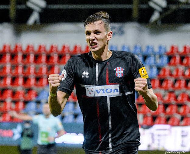 Filip Balaj je vďaka sile v súbojoch, rozhľade v šestnástke a pohotovej koncovke zrejme najlepším futbalistom Zlatých Moraviec.