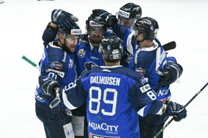 Poradskí hokejisti so novým lídrom Tipos extraligy.