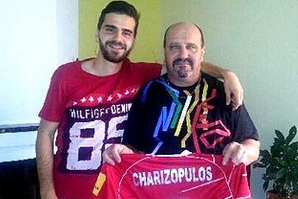 Hrdý tatko a syn: Márius Charizopulos strelil v sobotu dva góly, košický kat venoval dres tatkovi.