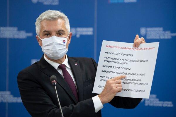 Minister zahraničných vecí Ivan Korčok počas brífingu 19. novembra 2020 v Bratislave.