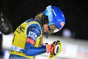 Mikaela Shiffrinová po jazde 2. kola prvého slalomu novej sezóny Svetového pohára v alpskom lyžovaní žien vo fínskom Levi.