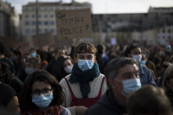 Protest proti návrhu bezpečnostného zákona vo Francúszku.