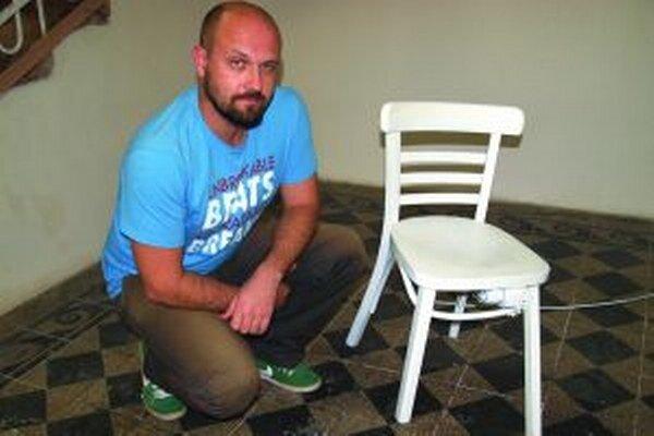 Richard Kitta a jeho kinetická stolička.