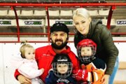 Hokejový tréner a rozhodca Vladimír Babic so svojou rodinkou.