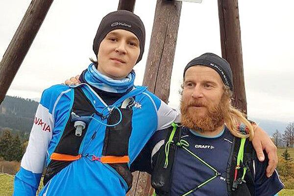 Mladý Róbert Judiak (vľavo) zavolal na pomoc aj uja Mareka Vošku.