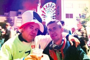 Pavol Šlosár (vpravo) je veľký fanúšik slovenskej reprezentácie.