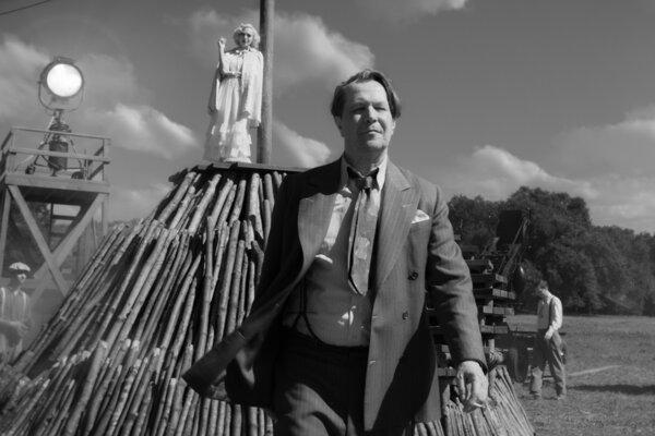 Hlavnú úlohu scenáristu Mankiewicza vo filme Mank dostal Garry Oldman.