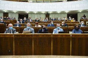 Poslanci NR SR za stranu Sloboda a Solidarita, v dolnom rade zľava Peter Osuský, Ondrej Dostál, Radovan Kazda, Radovan Sloboda a Anna Zemanová.