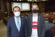 Poslanec NR SR Martin Čepček a aktivista Matúš Libant na mestskom zastupiteľstve.