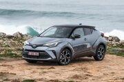 Hybridná Toyota C-HR získala najlepšie hodnotenie z áut so spaľovacím motorom.