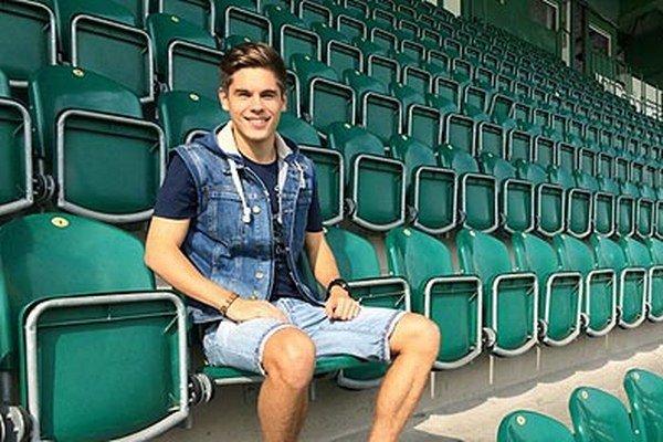 Adam Tokár na štadióne v Ďolíčku.