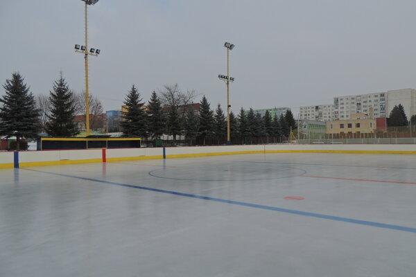 Práce na zimnom štadióne by mali byť ukončené na jar 2021.