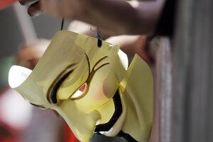 Maska používaná počas demonštrácií.