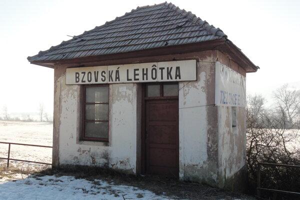 Železničná zastávka v Bzovskej Lehôtke.