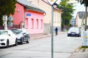 Cesta na Ulici sv. Cyrila aMetoda vo Vrútkach je  dlhé roky vzlom stave.